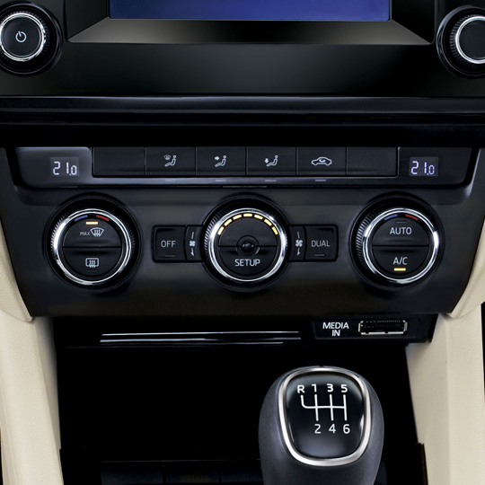 Dual-zone climatronic + adjustable rear vents